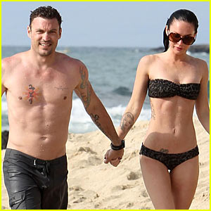 megan-fox-brian-austin-green-beach-kisses.jpg